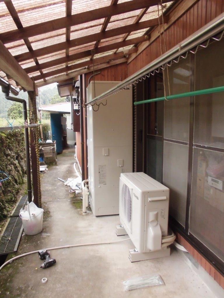 大阪府東芝エコキュートHWH-B464 日立IHクッキングヒーターHT-330S施工後の写真