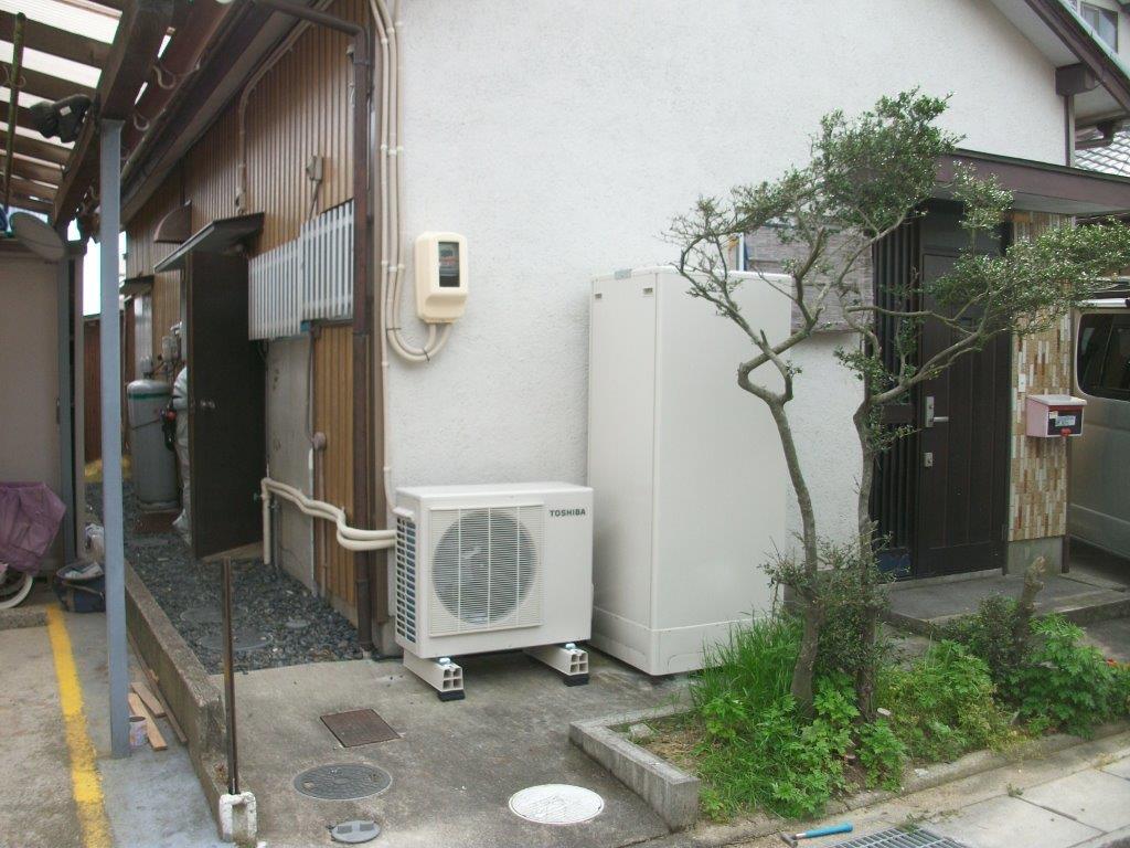 大阪府東芝エコキュートHWH-FH373C日立IHクッキングヒーター(据置型)HT330S施工後の写真