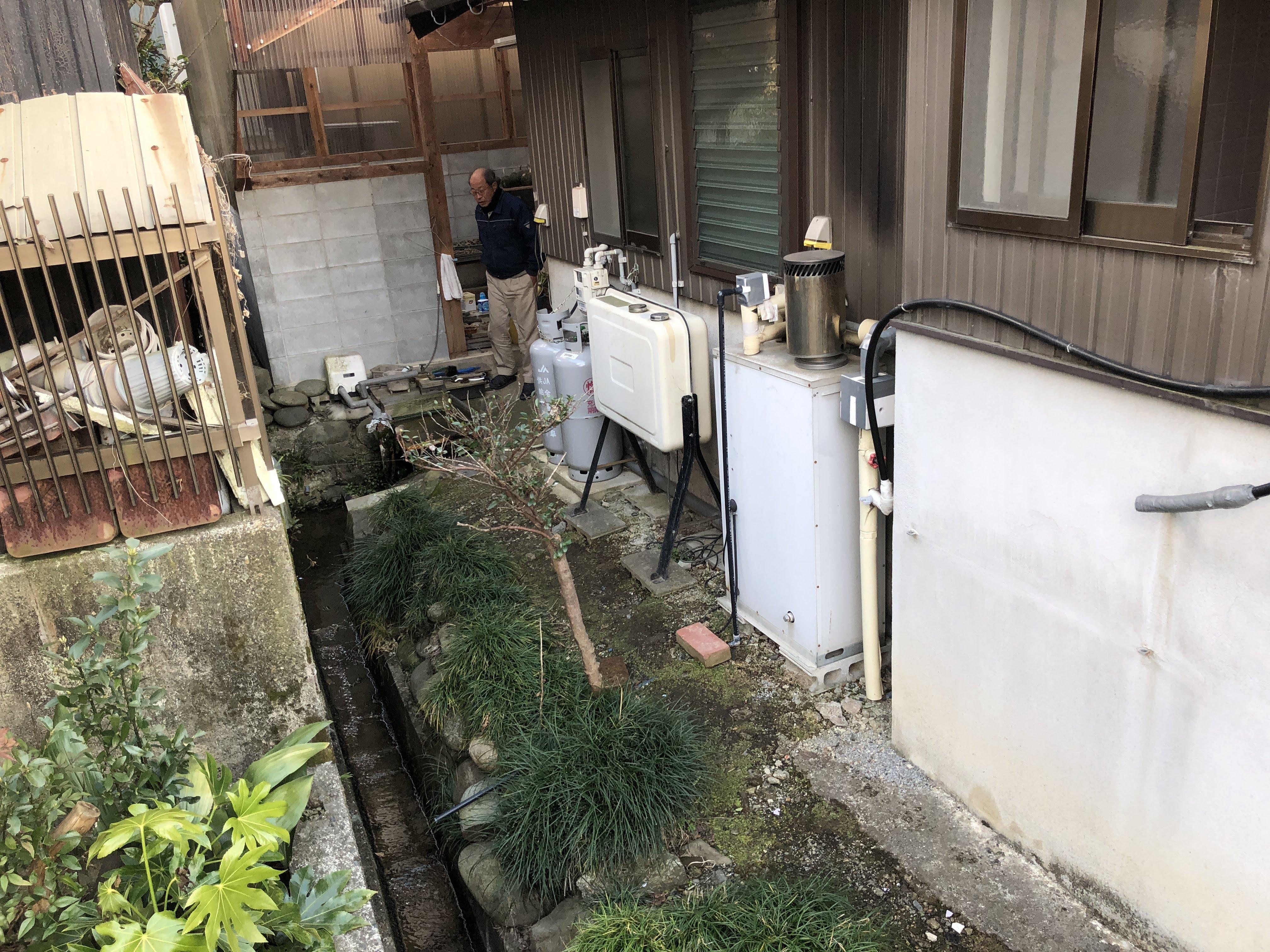 和歌山県東芝エコキュートHWH-B375HA施工前の写真