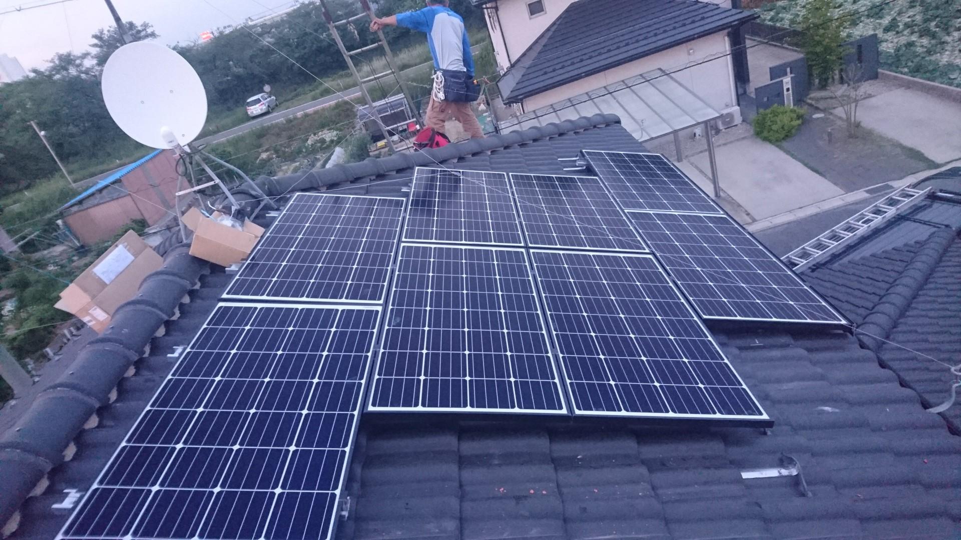 大阪府ハンファQセルズ太陽光発電Q.PEAK-G4.1 160×18枚ハイブリッド蓄電池HQJB-BU56-A1施工後の写真