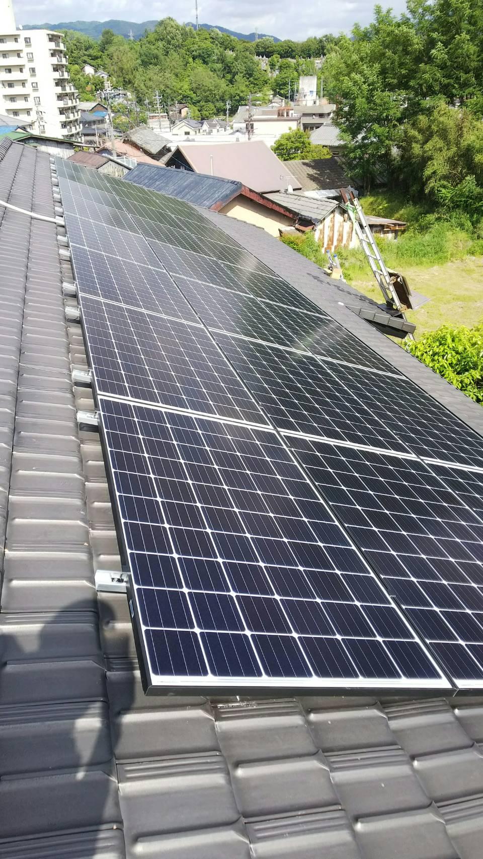 大阪府ハンファQセルズQ.PEAK-G4.1 305×24枚オムロン蓄電池KP-BU65-A施工後の写真