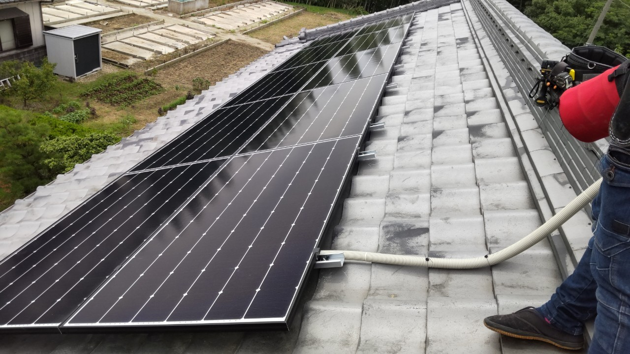 奈良県Canadian Solar太陽光発電システムCS1-335MS施工後の写真